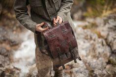 Ознакомьтесь с этим проектом @Behance: «#077 cloth and leather backpack» https://www.behance.net/gallery/33769860/077-cloth-and-leather-backpack