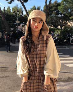 Pretty Korean Girls, Cute Korean Girl, Ulzzang Fashion, Asian Fashion, Close Up, Korean Photo, Casual Fashion Trends, Fall Outfits, Fashion Outfits
