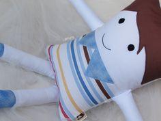 Naninhas são bonecos, que além de companheiros de diversão dos pequenos, lhes transmitem segurança e conforto. Por isso, a naninha se torna um amigo inseparáveeel!    Pensando nisso, nossas naninhas são feitas de tecido 100% algodão, ou seja, tem toque macio. E o enchimento vem acomodado em saqui...