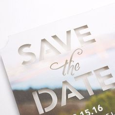 Save the date de weddingpaperdivas.com Deja que tu foto favorita sea tu inspiración - Para un look elegante agrega tu foto a un diseño cortado en laser