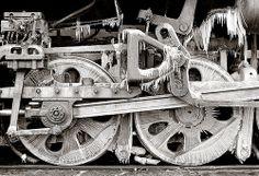 Iced driving wheels at Da'an Bei, March 2000 (photo © Adrian Freeman)