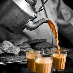 """Esta vez viajamos hasta la India para conocer el origen de su clásico """"Masala Chai"""" y por qué es un imprescindible en su vida diaria. Aunque el origen del té fue en China, no es hasta que se empieza a cultivar y exportar desde India cuando esta bebida toma el protagonismo que tiene hoy en día (es la segunda bebida más consumida en el mundo después del agua). +info http://www.iloveteacompany.com/2013/04/receta-te-negro-masala-chai-india.html"""