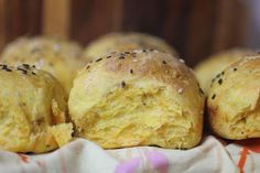 I saw these carrot poppyseed rolls . But I don't have spelt flour. Instead I added poppyseeds to these carrot-flecke. Carrot Recipes, Bread Recipes, Healthy Recipes, Healthy Homemade Bread, Cooked Carrots, Savoury Baking, Food Tasting, Bread Rolls, Dinner Rolls