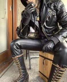 Everything starts with bondage. Mens Leather Pants, Tight Leather Pants, Leather Gloves, Mens Boots Fashion, Leather Fashion, Mode Skinhead, Bike Leathers, Scruffy Men, Leder Outfits