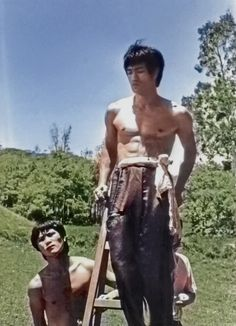 In color never seen it . Way Of The Dragon, Enter The Dragon, Rare Pictures, Rare Photos, Action Icon, Bruce Lee Family, Marshal Arts, Bruce Lee Photos, Young Elvis