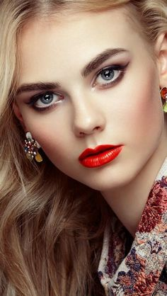 The Perfect Red Lipstick For All Skin Tones ideas Most Beautiful Faces, Beautiful Lips, Beautiful Curves, Beautiful Women, Stunningly Beautiful, Beautiful Clothes, Girl Face, Woman Face, Idda Van Munster
