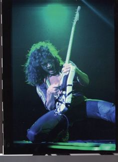 Eddie Van Halen '78. Anyone who says this guy is not talented needs to be checked out.