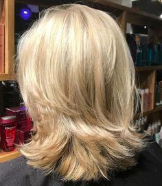70 Brightest Medium Layered Haircuts to Light You Up - - Shoulder-Length Blonde Layered Cut Medium Length Hair Cuts With Layers, Mid Length Hair, Medium Hair Cuts, Medium Hair Styles, Curly Hair Styles, Medium Cut, Medium Brown, Shoulder Length Blonde, Shoulder Length Layered Hairstyles