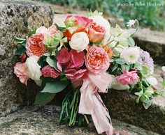 Roses and ranunculi #pink #bouquet #wedding