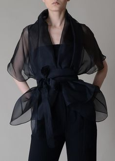 silk blouse in 2020 Organza Dress, Silk Organza, Corset Dresses, Basic Outfits, Mode Outfits, Summer Outfits, Look Fashion, Womens Fashion, Fashion Design
