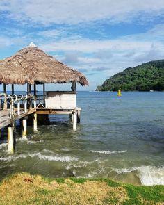 Parte 4. Sapzurro de mi corazón. Una de las playas más bonitas de Colombia. La frontera con Panamá y llena de color. Volvería una y mil veces. Madrigal, Outdoor Furniture, Outdoor Decor, Sun Lounger, Instagram, Home Decor, Beaches, Colombia, Colors