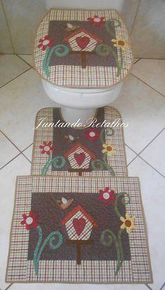 conjunto banheiro country Bathroom Crafts, Bathroom Sets, Patch Quilt, Applique Quilts, Fabric Crafts, Sewing Crafts, Crafts To Make, Diy Crafts, Primitive Bathrooms