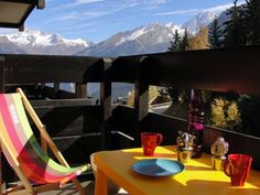 Chalet Des Brigues Courchevel Situated in Courchevel, this apartment features a balcony and a garden. The property features views of the mountain and is 600 metres from Courchevel 1550 Ski School. Free private parking is available on site.