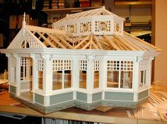 Susan's Miniatures. Construction of a Dollhouse conservatory.