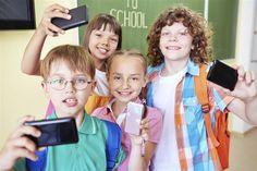 Teléfono móvil para tus hijos...¿sí o no?La mayoría de los adultos controlan el uso del móvil y suelen utilizarlo para hablar o mandar mensajes cortos, pero paralos adolescentes es una he... Check more at http://www.tuiris.com/vivir-mejor/telefono-movil-para-tus-hijos-si-o-no-2/
