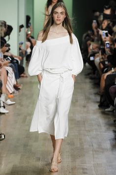 Tibi Spring 2016 Ready-to-Wear Collection Photos - Vogue   http://www.vogue.com/fashion-shows/spring-2016-ready-to-wear/tibi/slideshow/collection#3