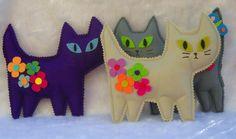 gatitos de fieltro con flores