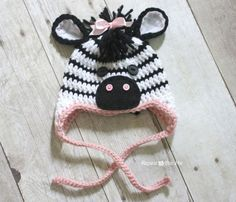 This Crochet Zebra Newborn Blanket and Hat is button cute!  You will love to make this gorgeous FREE Pattern.