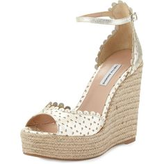 Tabitha Simmons Harp Scalloped Leather Wedge (2.985 ARS) ❤ liked on Polyvore featuring shoes, sandals, wedges, champagne, leather sandals, leather strappy sandals, leather platform sandals, platform sandals and metallic sandals