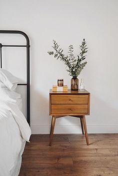 Simple wood nightstand, black iron headboard and white bedding. Simple wood nightstand, black iron headboard and white bedding. Minimal Bedroom, Modern Bedroom, Clean Bedroom, Bedroom Simple, Minimal Home, Minimal Decor, Trendy Bedroom, Modern Decor, Iron Headboard