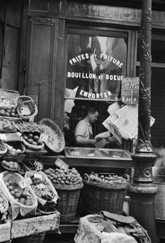 Epicerie, Paris, 1934 / by Gisele Freund Vintage Pictures, Old Pictures, Old Photos, Robert Doisneau, Old Paris, Vintage Paris, Brassai, I Love Paris, Jolie Photo