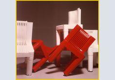 SEGGIOLINA PER BAMBINI (1964) di Marco Zanuso e Richard Sapper. La prima sedia al mondo completamente in materiale plastico, impilabile, lavabile. Assolutamente iconica.