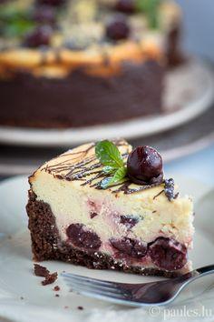 Käsekuchen mit Kirschen und Schokolade German Cheesecake with cherries and chocolate