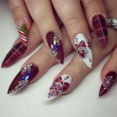 Stunning Christmas set    .  .  .  .  Check out more Nail Masters at @passion4nailartz  .  .  .  #christmasnails #nails2inspire #nailaholic #nailartaddict #nailsoftheday #nails #nailart #nailpromote #uñas #爪 #naglar #happynewyear #unghie #paznokcie #ilovenailart #nailswag #glitternails #nogti #reindeer  #happynewyear2017 #manicura #novababe #uñasdecoradas #cardib #christmas #travel  #ignails #PASSIONATENAILTECHS #PASSION4NAILART #P4NA