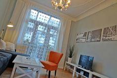 Das gemütliche Wohnzimmer, dahinter der Wintergarten.