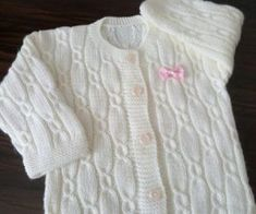 This Pin was discovered by LalFree Knitting Pattern Baby Cardigan with Cables Kids Knitting Patterns, Baby Cardigan Knitting Pattern, Knitted Baby Cardigan, Knit Baby Sweaters, Baby Hats Knitting, Knitting For Kids, Knitting Designs, Cardigan Bebe, Baby Girl Patterns