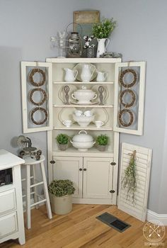 Farmhouse style decorating ideas for early spring!