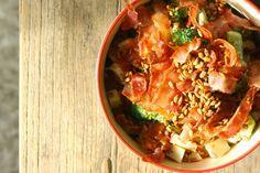MissMuffin: Broccolisalat med æble, bacon og ristede solsikkekerner med røget paprika