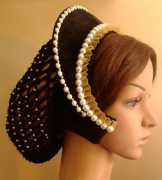 Tudor hood, french style, like the one Matilda wears !