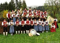 Die volkstümliche Musik spielt im Allgäu eine ganz besondere Rolle. In jedem Ort gibt es noch eine eigene Blasmusik, die auf den zahlreichen Brauchtumsfesten aufspielt.