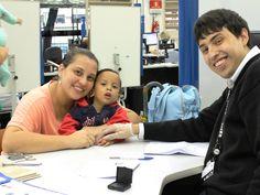 Samuel também exerce a cidadania desde cedo. Atendido pelo colaborador Gabriel no Poupatempo Luz, ele foi com sua mãe, Jaqueline, tirar o primeiro RG.