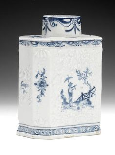 A fine Lowestoft tea canister and cover, circa 1760-62 Sold for £10,200 (CA$ 16,467)