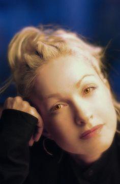 Cyndi Lauper.....pretty!!