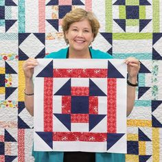 This DIY quilting tutorial is double the churn dash and double the fun! Watch Jenny teach us how to create the easy Double Churn Dash Quilt in her newest free quilting tutorial! Missouri Star Quilt Tutorials, Quilting Tutorials, Quilting Designs, Diy Quilting, Msqc Tutorials, Quilting Projects, Big Block Quilts, Star Quilt Blocks, Star Quilts