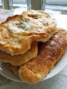 Αφράτα και λαχταριστά πισια - από τα αγαπημένα μας! Bread Art, Greek Recipes, Apple Pie, Pancakes, Sweet Home, Food And Drink, Cooking Recipes, Favorite Recipes, Meals