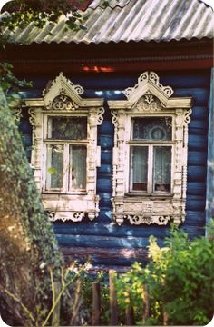 blue vintage window frames - love this! repinned from Laurie Anna's Vintage Home