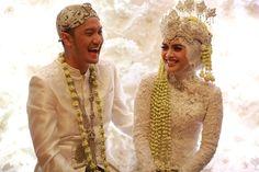Pernikahan Elegan Modern dengan Tema Pink ala Emyr dan Tiqa -