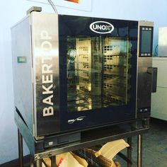 UNOX (Italy) XEBC06-EU 6 tray (60 x 40 cm) electric heated digital steam convection oven with a commercial grade stainless steel chamber and easy cleaning features, available here or contact Chris (store manager) 09173012331 , 09435333291 , 032 4957828 or visit www.mrmetalcorp.com #cebu #food #kitchen #restaurant #foodservice #bakery #pastry #steam #convection #oven #culinary #catering