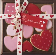 Learn how to make Easy Heart Shaped Valentines Day Sugar Cookies You'll Love. These will make really romantic treats or desserts for your boyfriend or even as gifts for your Mom, coworkers or friends! Valentines Baking, Valentines Day Cakes, Valentine Desserts, Valentine Cookies, Holiday Cookies, Heart Cookies, Iced Cookies, Cute Cookies, Cupcake Cookies