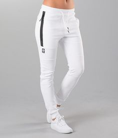 Girls Joggers, Joggers Outfit, Joggers Womens, Cute Sporty Outfits, Hot Outfits, Nike Outfits, Girls Fashion Clothes, Fashion Outfits, Cute Sweatpants