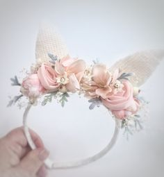 Discover thousands of images about Make your own Flower Crown with this easy tutorial- perfect for weddings or festivals! Cat Ears Headband, Diy Headband, Ear Headbands, Flower Headbands, Headband Pattern, Felt Flowers, Fabric Flowers, Diy Hair Accessories, Felt Crafts