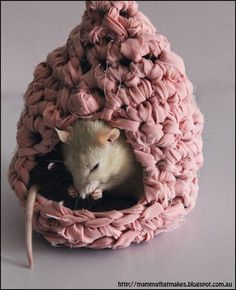 Mamma That Makes: Rattie Houses from Upcycled Bedsheets - comes with a pattern