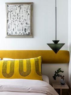 Pollo Tropical, Modern Bedroom Decor, Bedroom Furniture, Design Bedroom, Bedroom Ideas, Bedroom Night Stands, Interior Design Studio, Bedroom Lighting, Decoration