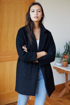 dress and coat outfit Tomboy Fashion, Look Fashion, Autumn Fashion, Fashion Coat, Fashion Outfits, Fashion Clothes, Black Coat Outfit, Estilo Tomboy, Coat Dress