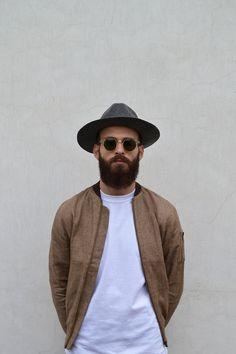 Moscot sunglasses with beard Old School Style, Streetwear, Estilo Hipster, Hipster Hat, Brown Bomber Jacket, Moda Blog, Look Man, La Mode Masculine, Oldschool
