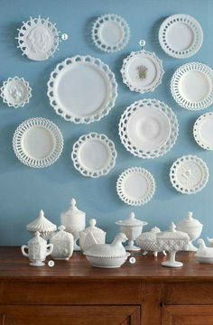Antique Vintage Decor Unlike other tabletop collectibles such as Jadeite and Fiesta, actual milk glass dinnerware was never produced. Instead, the plates you see here were used as serving pieces or home deécor. - Got milk (glass)? Vintage Dishes, Vintage Glassware, Fenton Glassware, Antique Dishes, Vintage Plates, Vintage Pyrex, Carnival Glass, Deco Baroque, Glass Texture